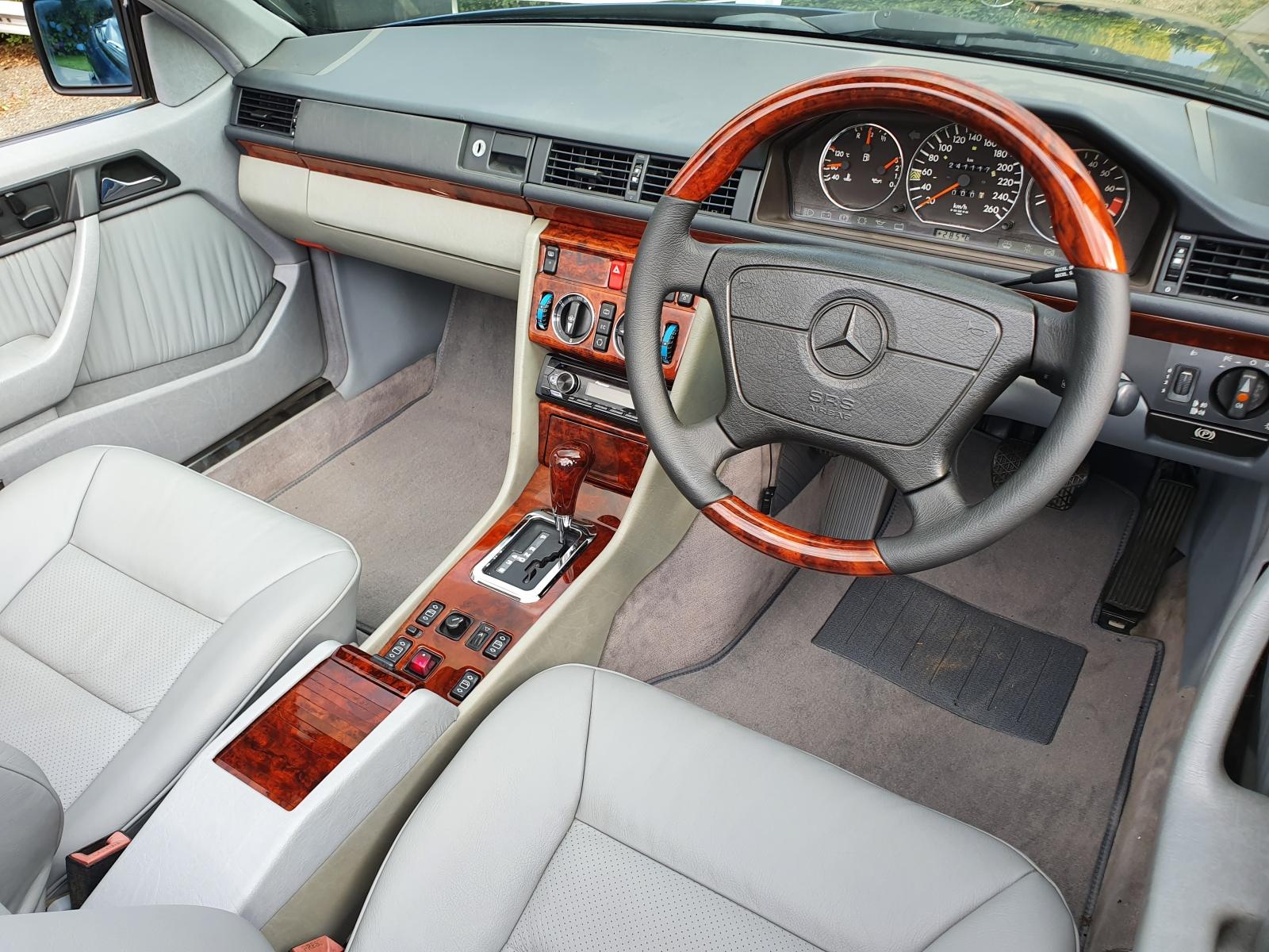 Mercedes W124 Walnut Wood Dash Kit